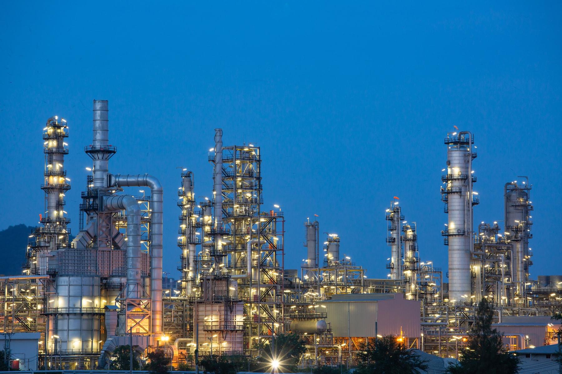 shutterstock_1254188287-petrochemieanlage
